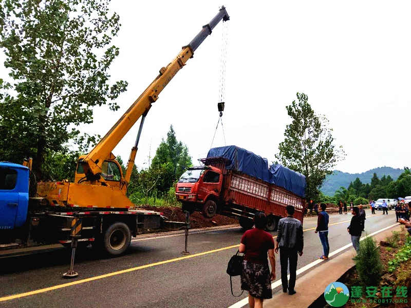 蓬安省道S204锦屏往龙云方向路段一货车翻车 - 第6张  | 蓬安在线