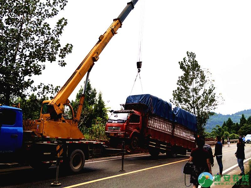 蓬安省道S204锦屏往龙云方向路段一货车翻车 - 第8张  | 蓬安在线
