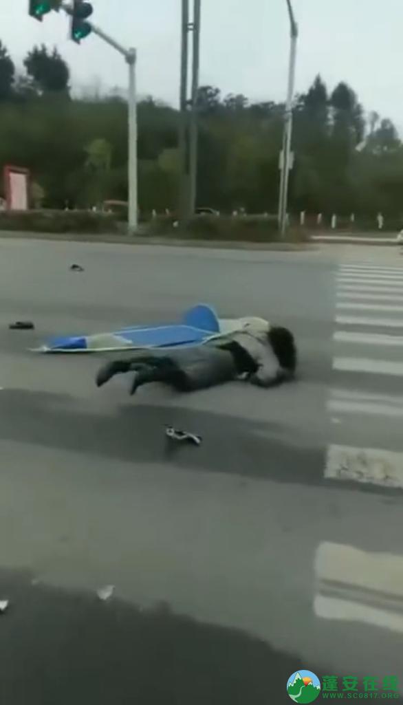 蓬安凤凰大道与棉麻路T字路口发生严重交通事故(2019年2月28日18时) - 第7张  | 蓬安在线