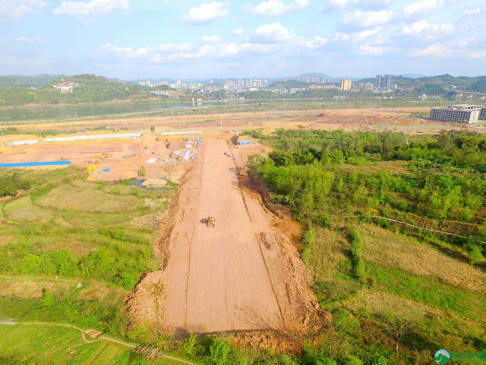蓬安县锦屏镇湿地公园跑道、纵一道路、干一道工程进度(2018年4月6日) - 第7张  | 蓬安在线