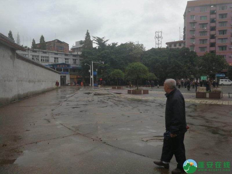 蓬安综合执法局等多部门联合整治老广场成效显著 - 第5张  | 蓬安在线