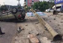 蓬安河舒高速路口燕山加油站处发生严重车祸事故