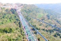 蓬安县正源镇红豆村首个悬空玻璃吊桥正式开放