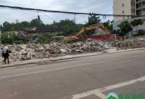 蓬安县嘉陵西路附近部分老旧房屋被拆除