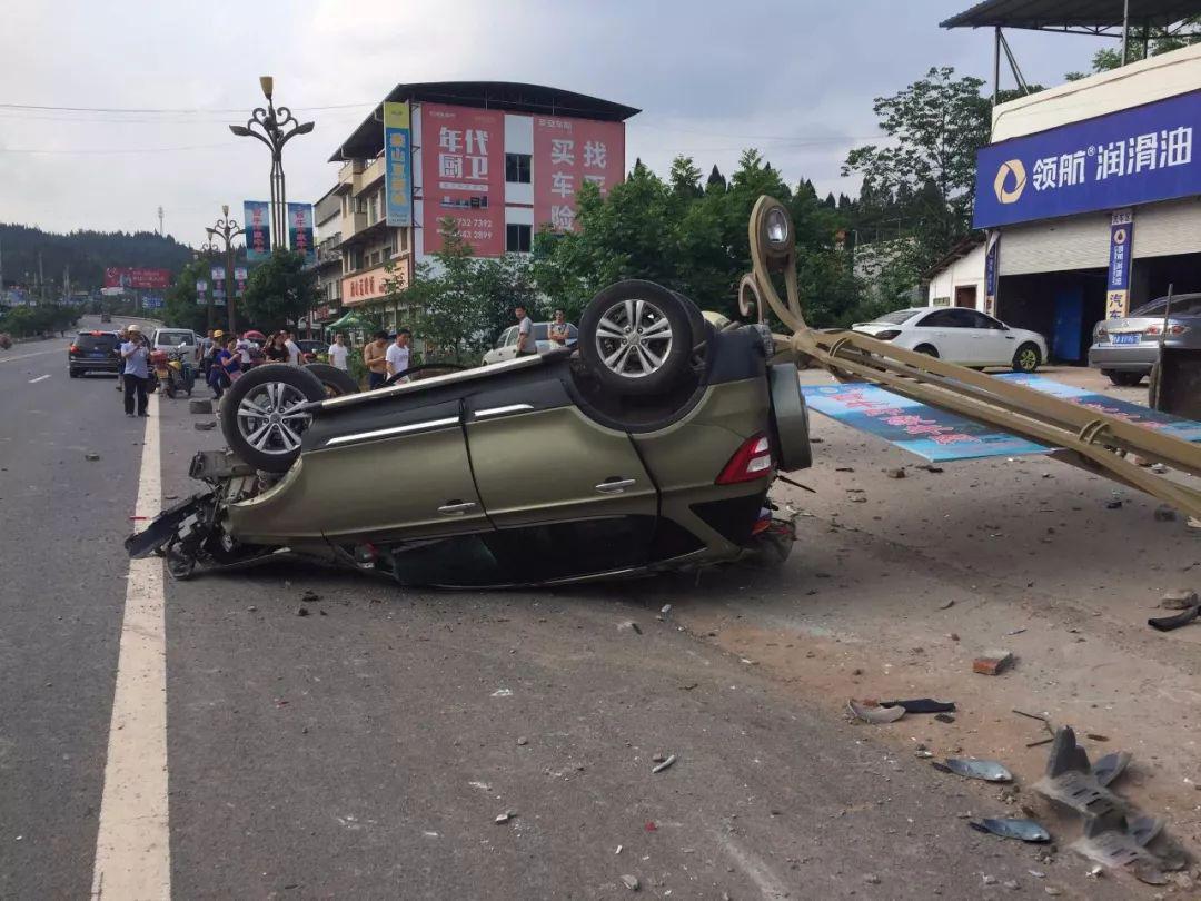 蓬安河舒高速路口燕山加油站处发生严重车祸事故 - 第5张  | 蓬安在线
