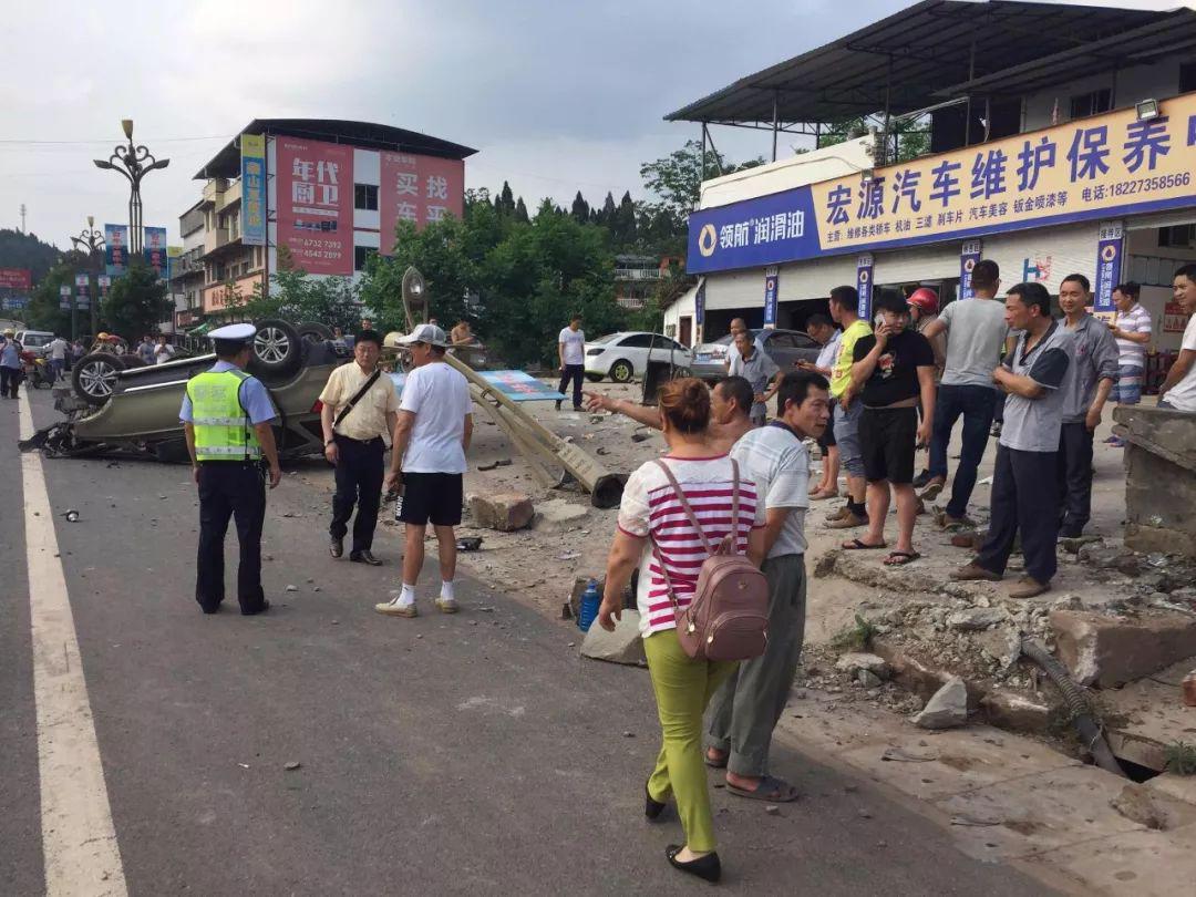 蓬安河舒高速路口燕山加油站处发生严重车祸事故 - 第6张  | 蓬安在线