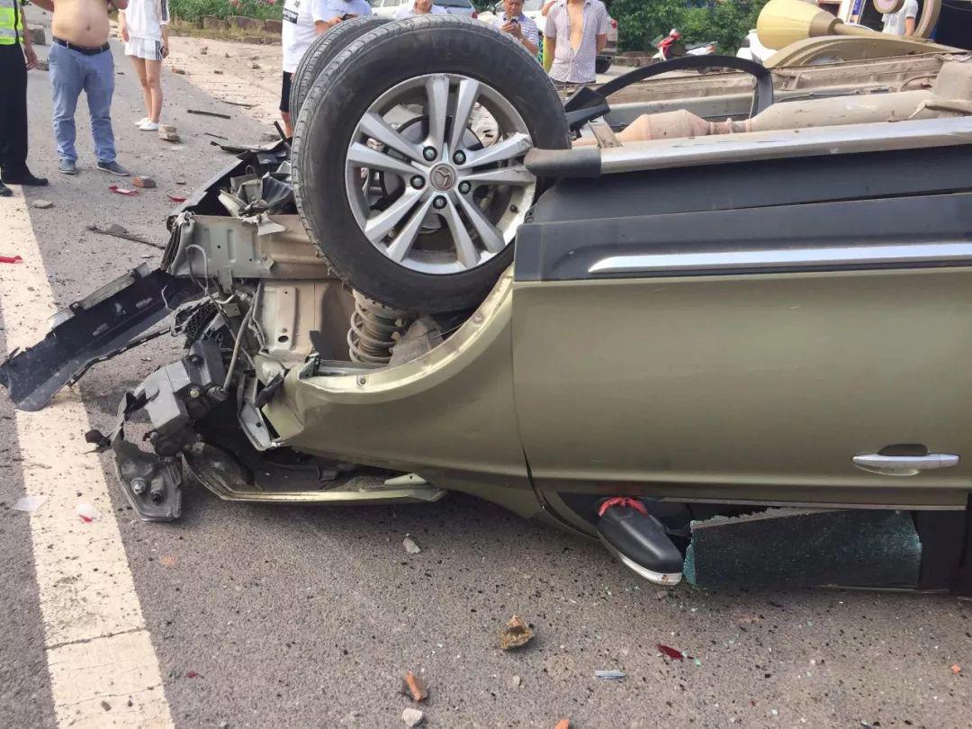蓬安河舒高速路口燕山加油站处发生严重车祸事故 - 第7张  | 蓬安在线