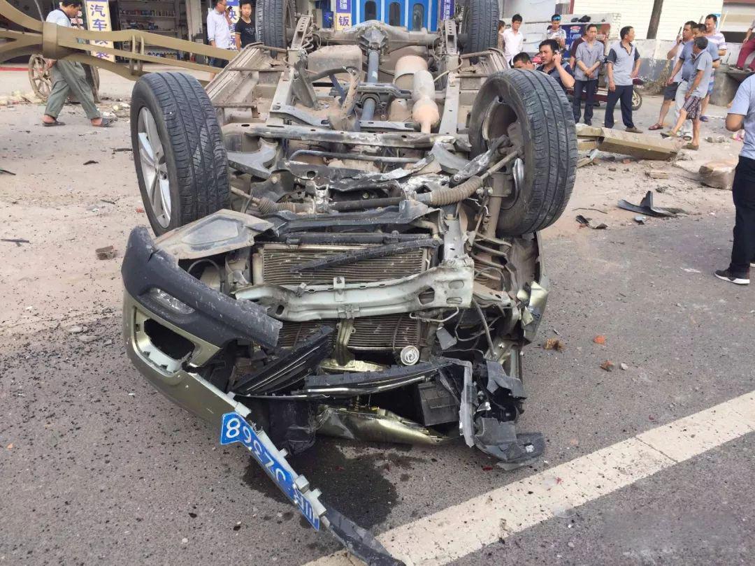 蓬安河舒高速路口燕山加油站处发生严重车祸事故 - 第8张  | 蓬安在线