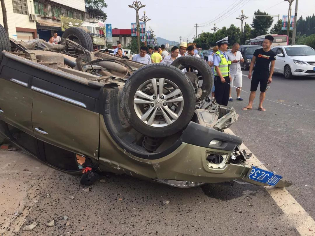 蓬安河舒高速路口燕山加油站处发生严重车祸事故 - 第9张  | 蓬安在线