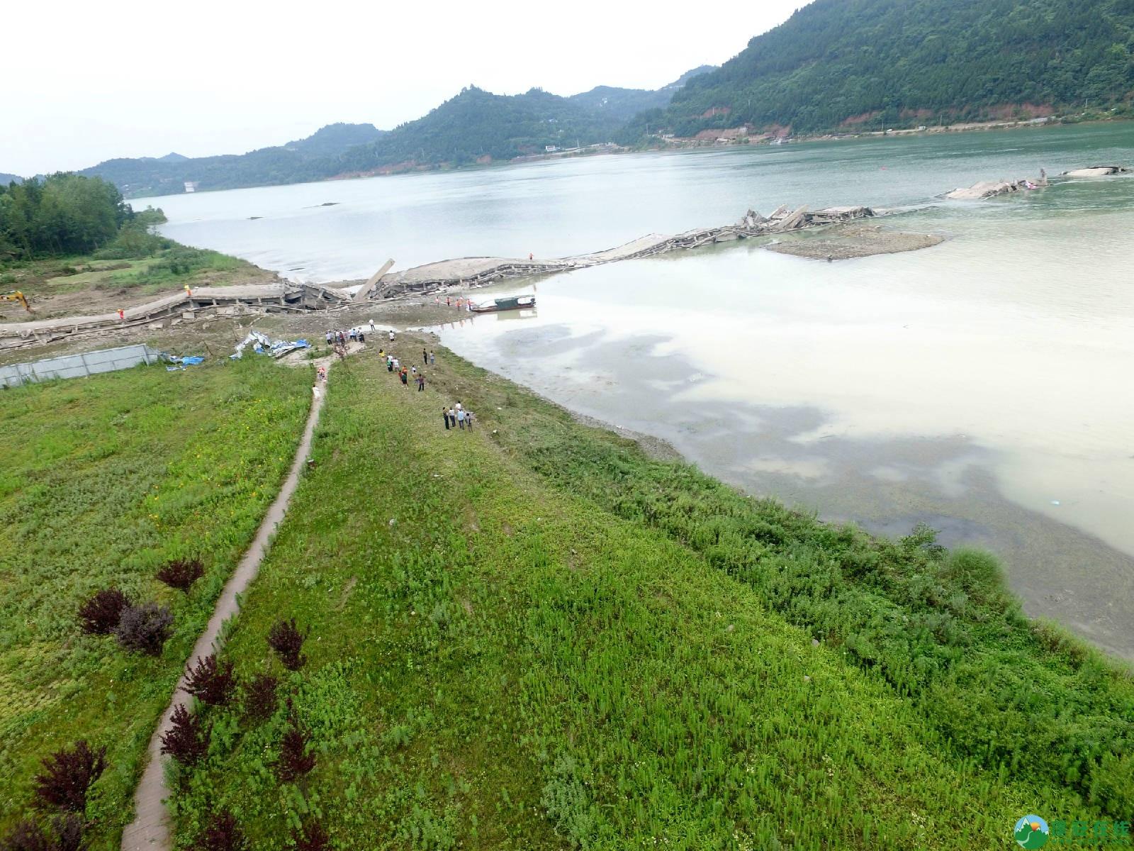 蓬安嘉陵江一桥成功爆破拆除 - 第2张  | 蓬安在线