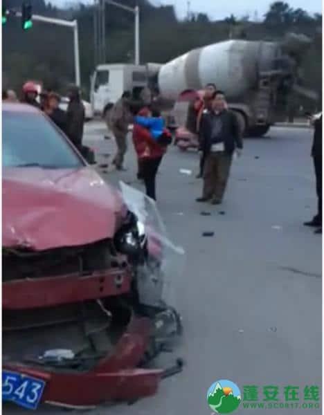 蓬安凤凰大道与棉麻路T字路口发生严重交通事故(2019年2月28日18时) - 第3张  | 蓬安在线