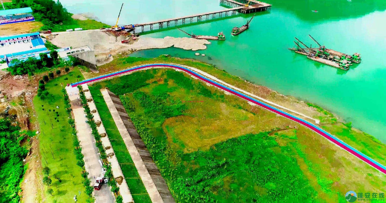 蓬安锦屏湿地公园双色跑道 - 第1张  | 蓬安在线