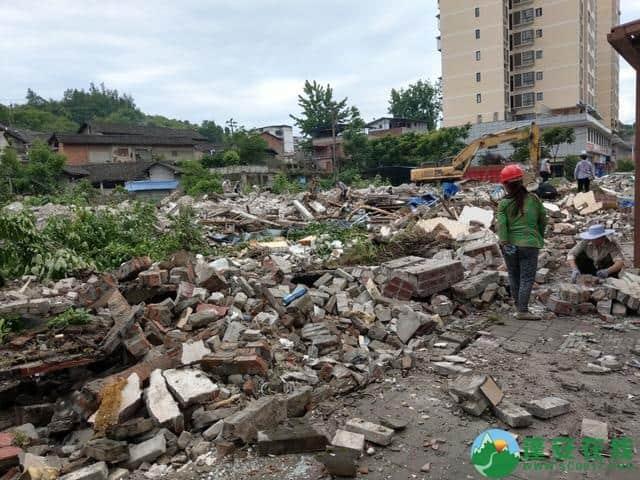 蓬安县嘉陵西路附近部分老旧房屋被拆除 - 第2张  | 蓬安在线