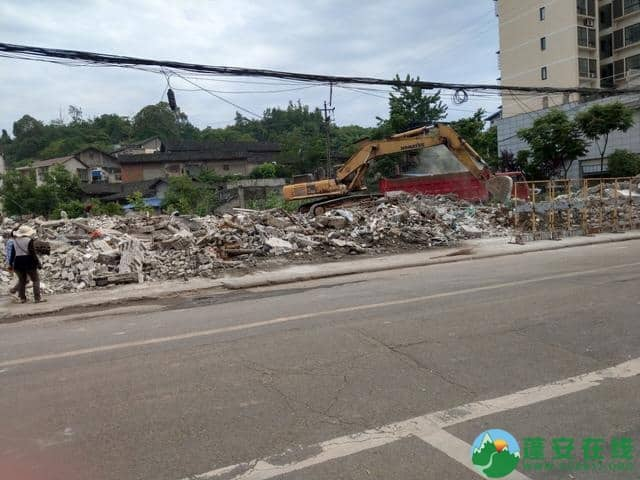 蓬安县嘉陵西路附近部分老旧房屋被拆除 - 第8张  | 蓬安在线